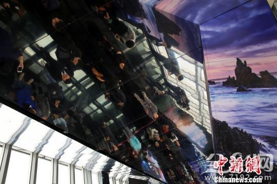 """""""环球奇境四光圈摄影展""""在""""上海之眼""""观光厅首展"""