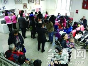 中国照相馆每天接300单不照全家福 过年不完整