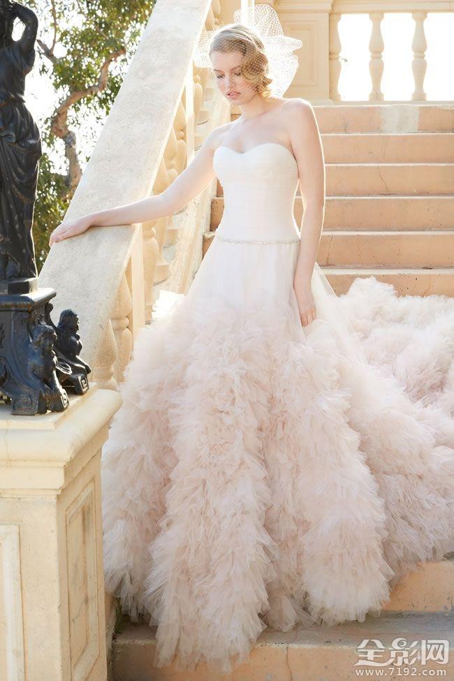 真正迷人的新娘婚纱的奢华