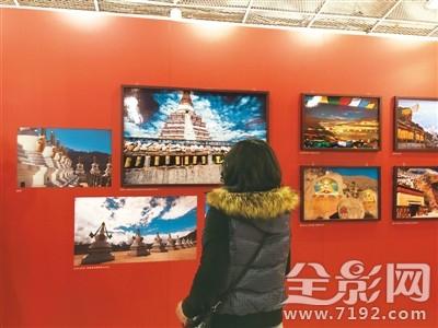 """海外华文媒体眼中的藏区""""摄影作品展在台湾开幕"""