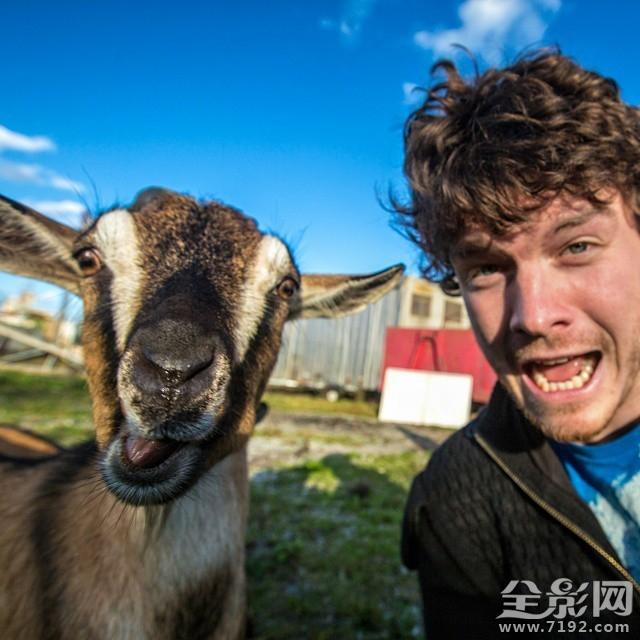 人与动物的愹�.�+���_摄影技巧 最搞笑的人与动物自拍