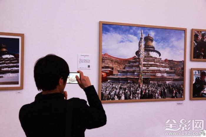 """""""他乡""""拍照吧少年第四季摄影作品展在京开幕"""