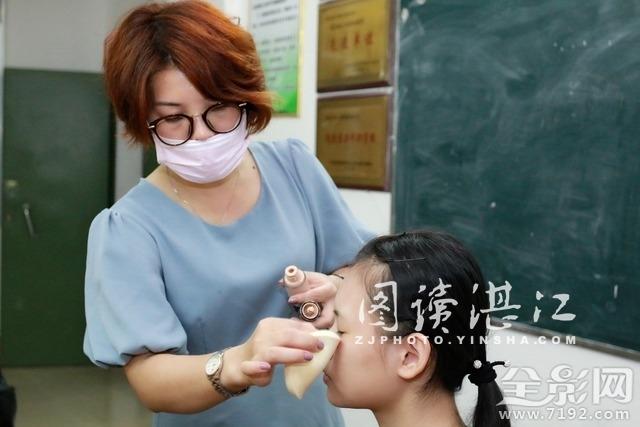 国家高级彩妆造型师走进校园为学生传授<a href=