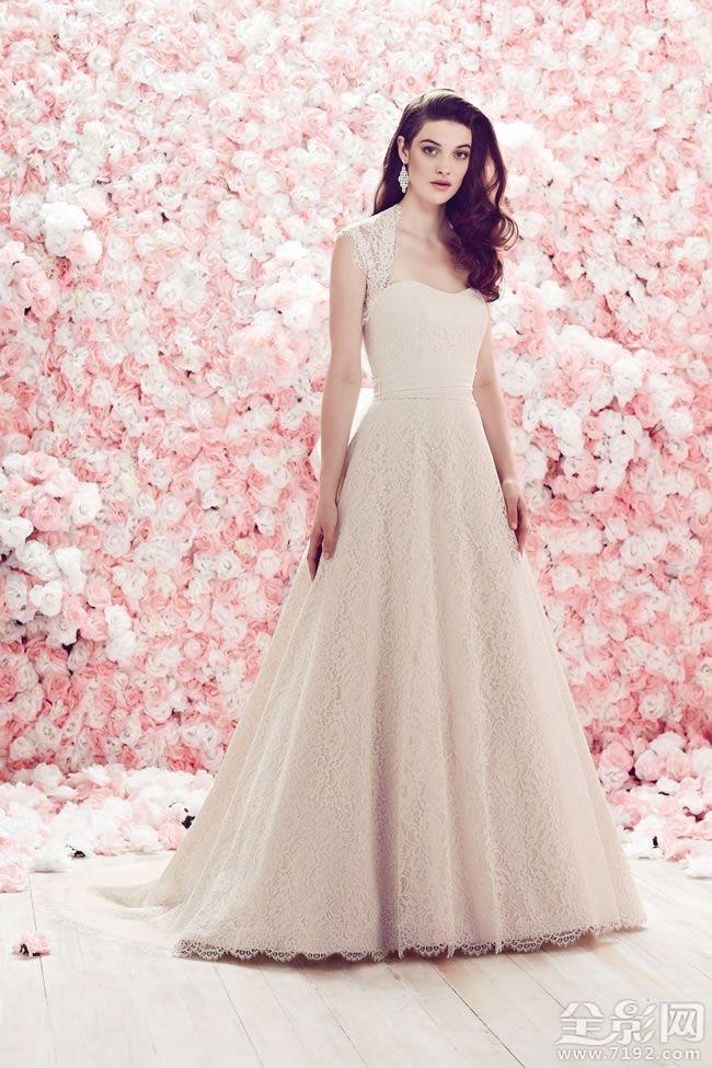 充满溢美之词的婚纱
