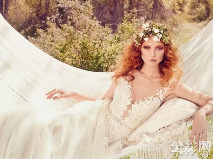 休闲的新娘婚纱