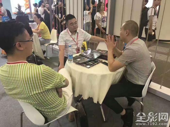 北京婚趴集团惊艳亮相国际婚纱〗摄影器材展览会