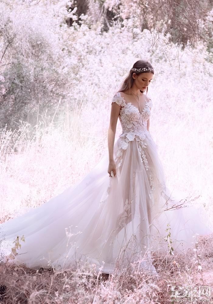 浪漫的蕾丝婚纱