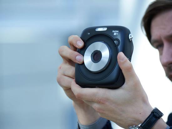 富士发布新款混合式拍立得相机 专为男性设计专用