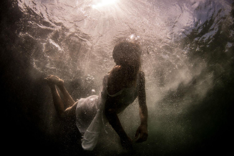 摄影技巧 性感,创意,观念女摄影师这样拍水下人体