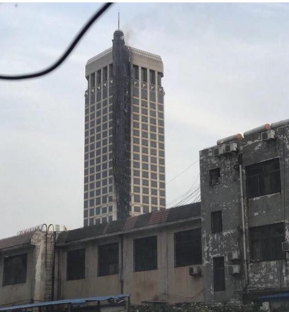 潍坊联通大火 用时17分钟扑灭 无人员伤亡 致敬火警
