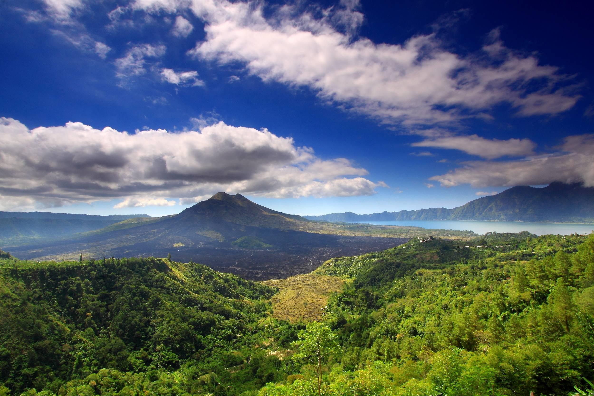 巴厘岛阿贡火山或将爆发 既有人不愿离开