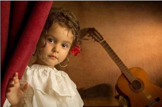 唯美可爱,摄影爸爸镜头下的世界名画小女儿