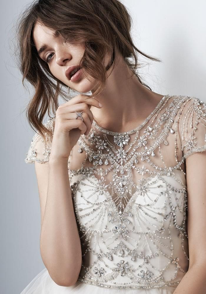 新娘尖锐的魅力
