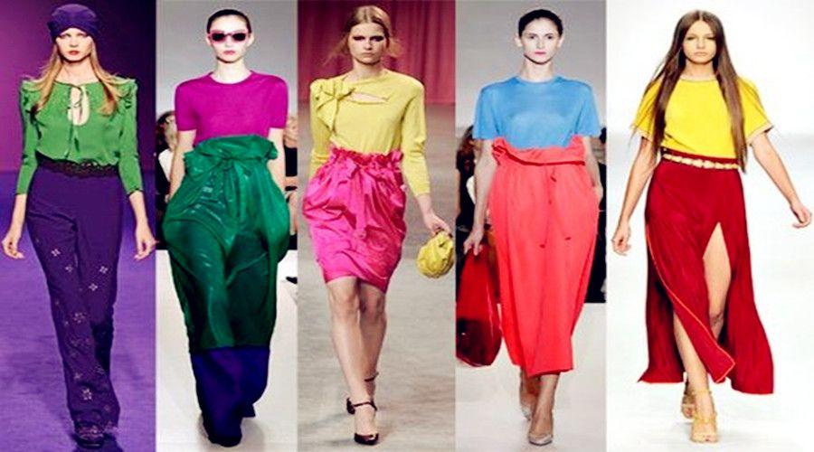 服装色彩是服装感观的第一印象,它有极强的吸引力,若想让其在着装上得到淋漓尽致的发挥,必须充分了解色彩的特性。恰到好处地运用色彩的两种观感,不但可以修正、掩饰身材的不足,而且能强调突出你的优点。如对于上轻下重的形体,宜选用深色轻软的面料做成裙或裤,以此来削弱下肢的粗壮。