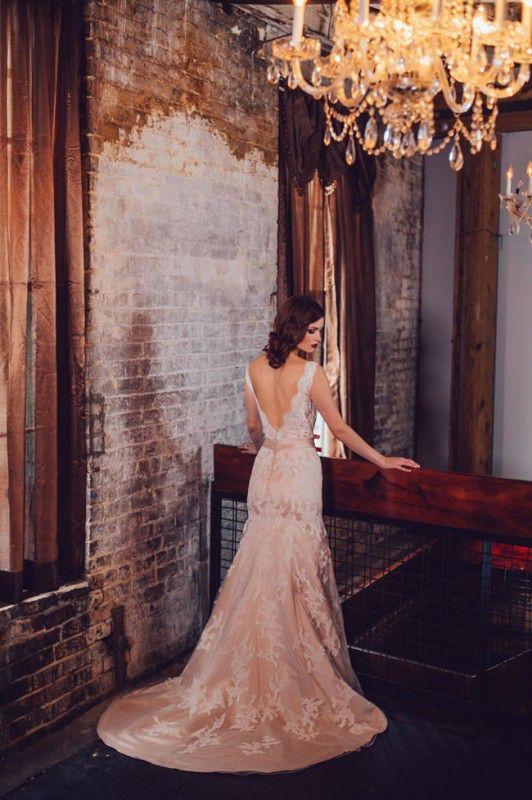 金星婚纱系列充满了精致的性感礼服