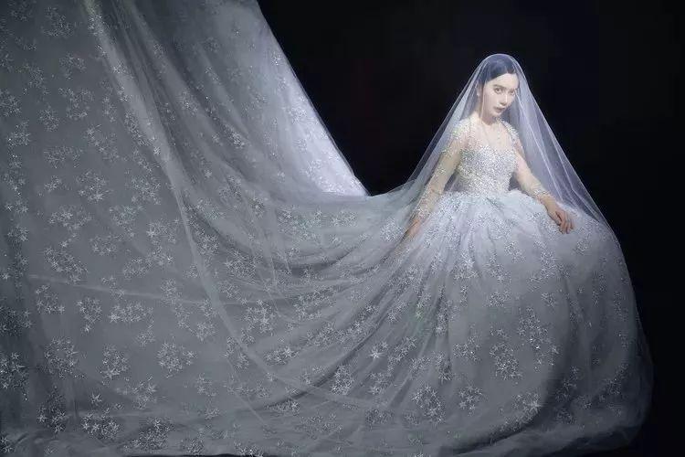 复古人像中如何展现女性的柔美情绪?