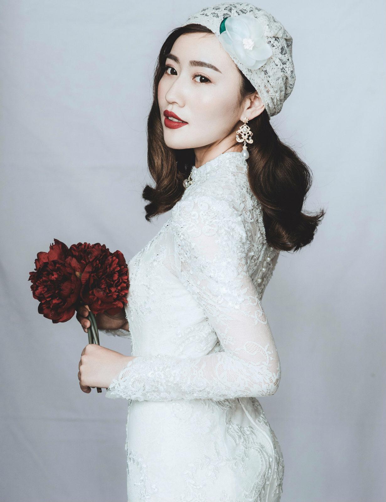新娘造型|慵懒的披肩发,搭配手工礼帽,红唇加印,复古动人