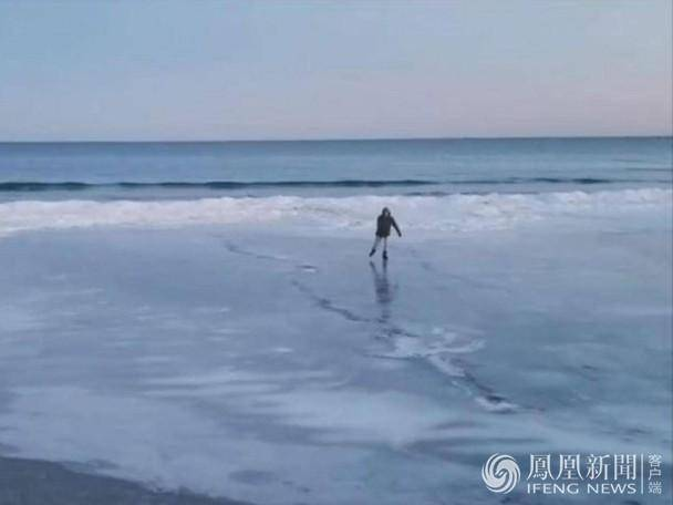 美国沙滩变溜冰场 溜了溜了
