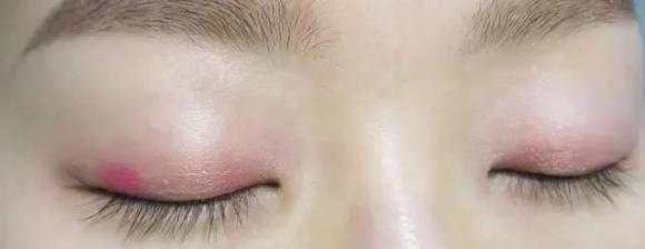 桃花满满的开运眼妆