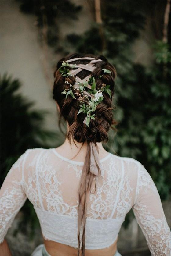 简单的一条丝带,让你拥有与众不同的新娘造型