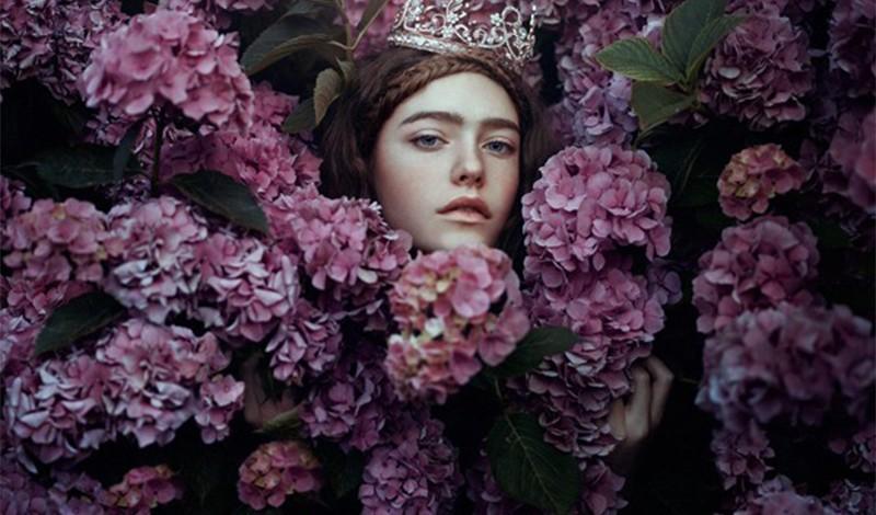沉睡于花间的少女 如童话中梦幻而美丽