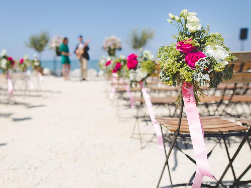 如何在预算内将您和您的婚礼派