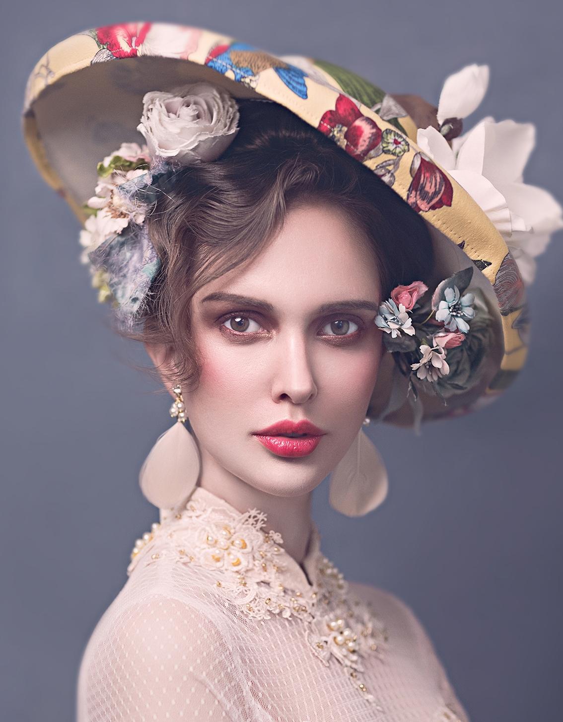 欧式复古发型,精致的妆容搭配独特的发饰,高贵冷艳