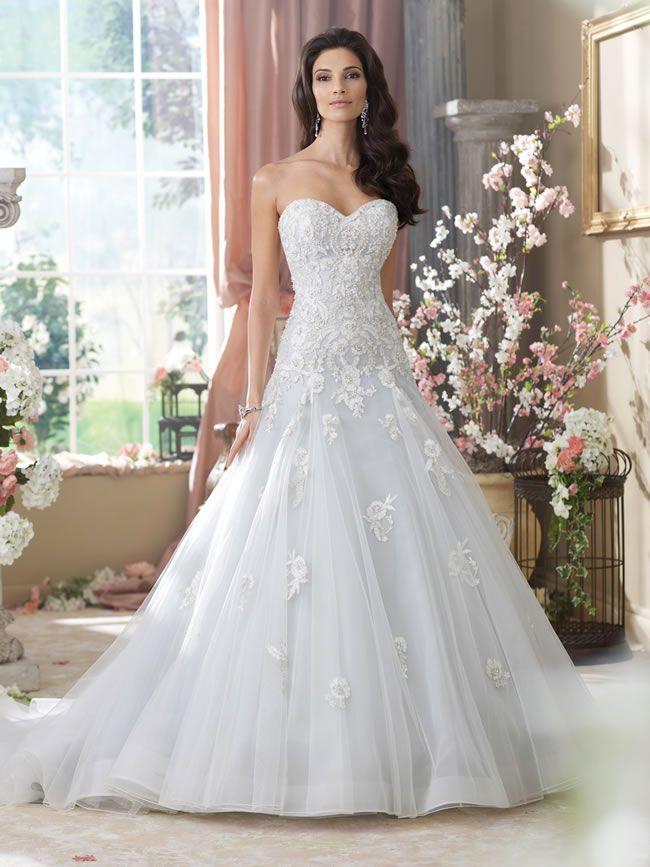 充满了公主完美的礼服