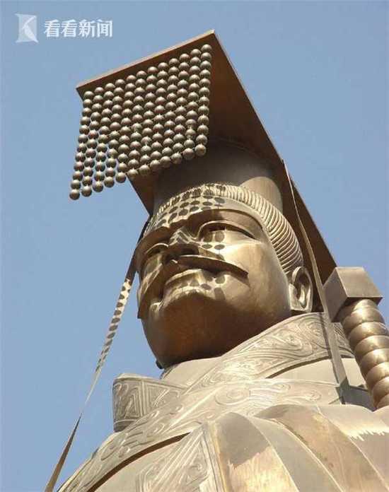 重6吨的世界第一秦始皇铜像被狂风吹倒 网友炸锅