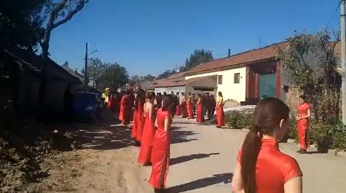 潍坊土豪婚礼,直升机豪车美女护航