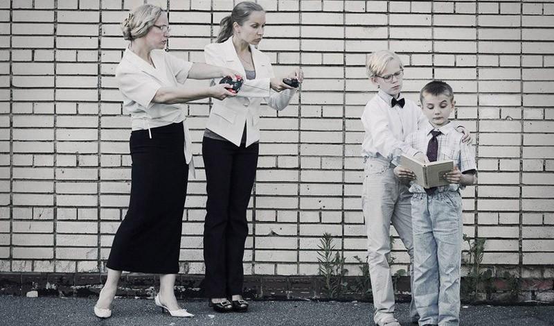 逆主旋律母亲节摄影作品 病态的母爱