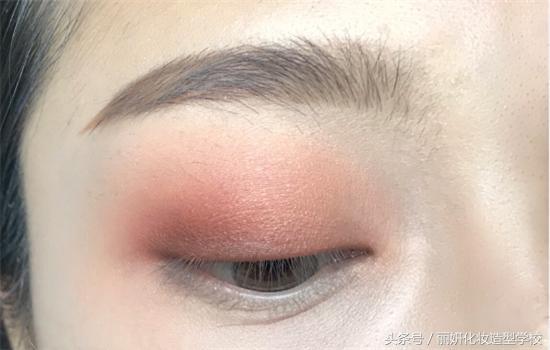 化妆学院 『化妆教程』时尚最简单的眼妆画法,五部搞定眼妆