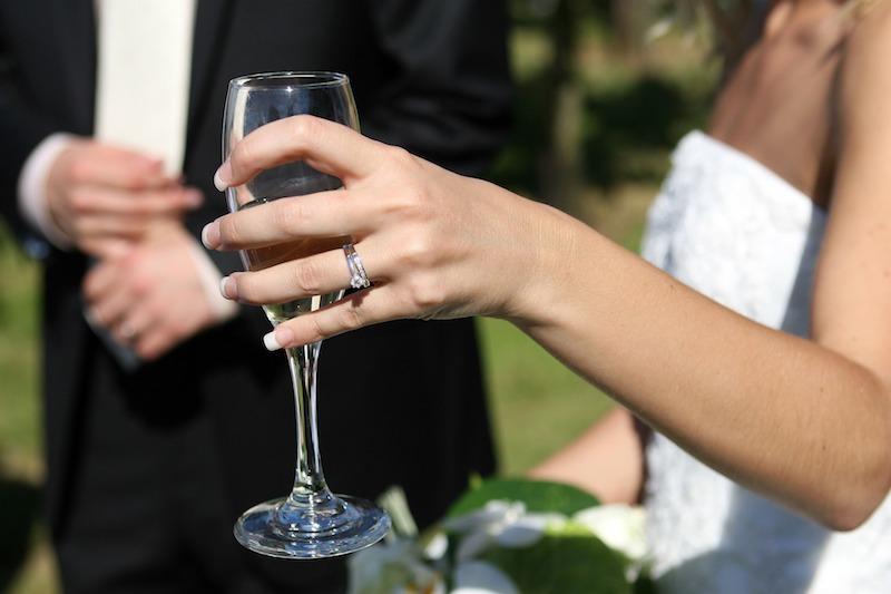 记录新娘选择不穿白色礼服的数量