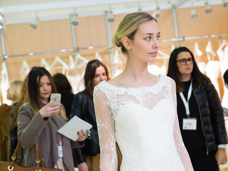 婚纱摄影时装秀,最大的新娘潮流及更多!