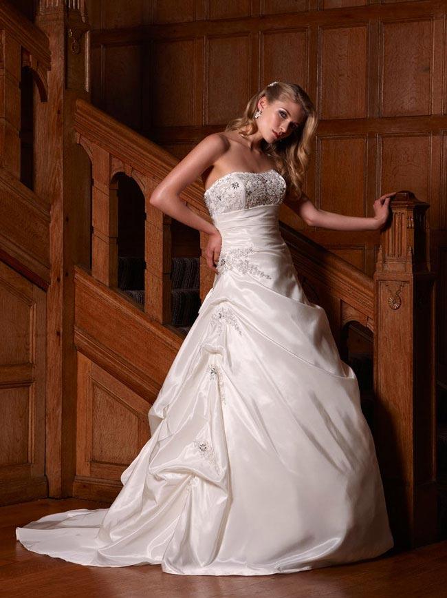 婚纱摄影如何为你的身材选择合适的婚纱