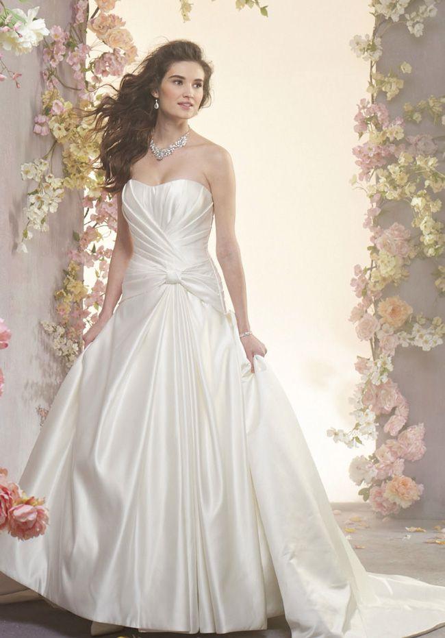 婚纱摄影新娘鞋与你的婚纱相匹配