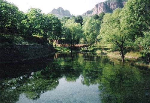 浆水镇,距邢台市区60公里,规划面积38平方公里,为国家aaa级风景名胜区