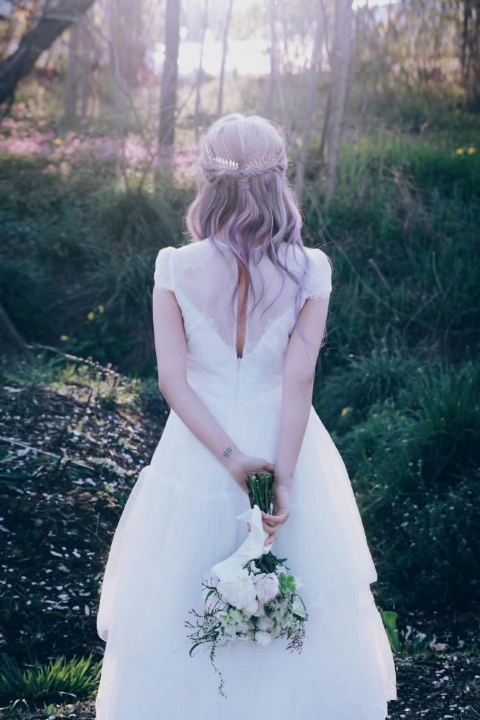 来一组新娘妆发,婚礼就耀你好看。