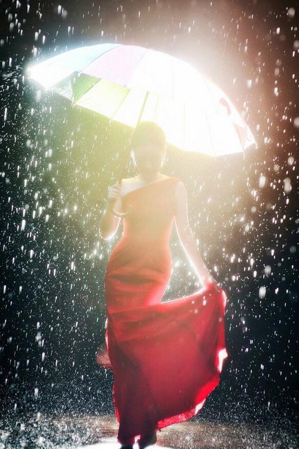 摄影培训雨天婚纱照雨天伞的利用