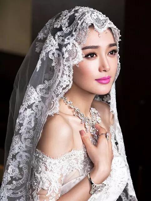 优乐娱乐新娘妆与当日新娘妆的区别