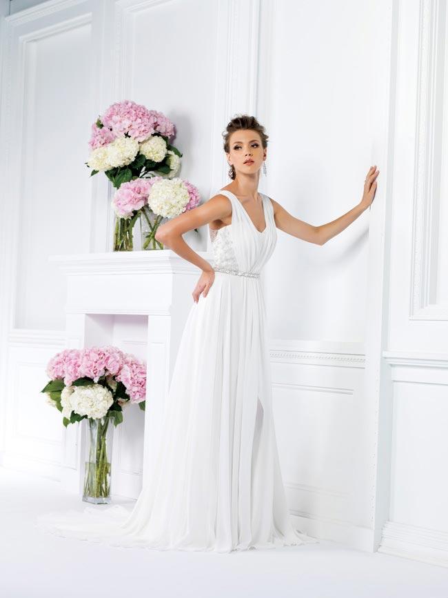 保定婚纱摄影精致的裙子配新娘完美的发型
