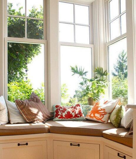 婚房布置亮点:角落空间中转弯型飘窗的创意设计