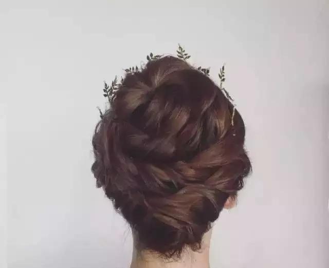 短发新娘也可以玩盘发!