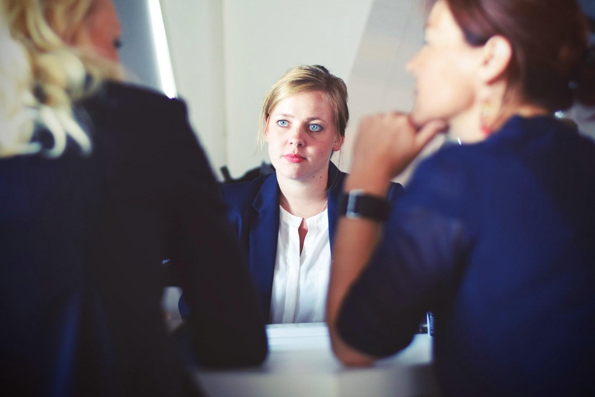 如何面试才能彰显企业实力、吸引人才?