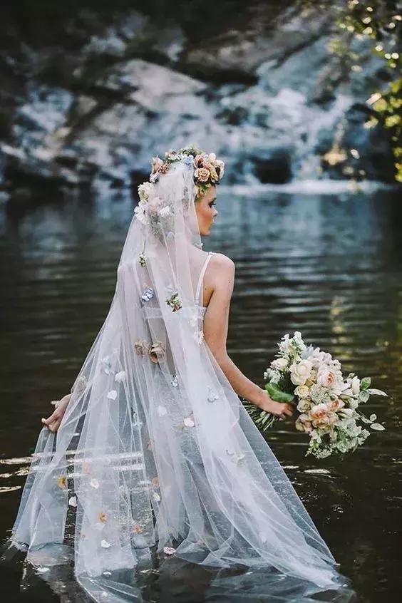 化妆技巧 优雅时尚的花卉头纱新娘造型图片