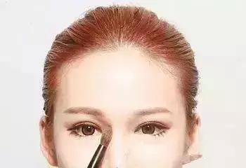 鼻子塌的妹子怎么化妆?