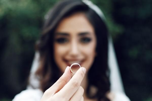 婚纱摄影你应该为你的婚戒花多少钱