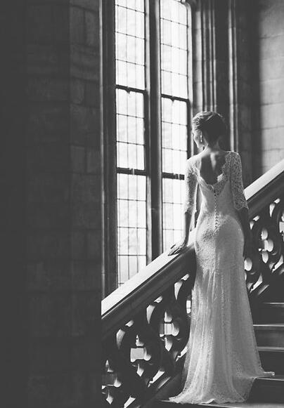 摄影培训用窗户光传达出新娘待嫁的小思绪