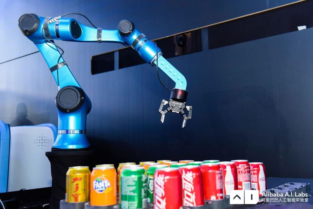 阿里巴巴人工智能实验室首次对外公开机器人