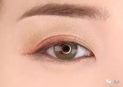 黑棕色眼妆太普通,来一款不一样的眼妆
